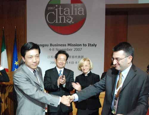 2007年 连港皮机在意大利成立辊涂机研发中心